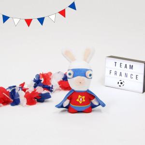Alors que les demi-finales de l'Euro de Football se jouent, nos lapins crétins sont en plein entrainement. . Notre Super Lapin a même prévu une tenue bleu-blanc-rouge pour tenter de gagner sa place dans la prochaine Sélection 🇫🇷 . On lui souhaite bonne chance 🤣 . . . #gipsytoys #peluche #peluchedouce #peluchefrance #peluchefootball #pelucheequipedefrance #lapinscretins #peluchelapincretin #superlapincretin