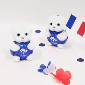 H-5 ! C'est parti pour le second match de l'équipe de France de football 🇫🇷 Vous aussi vous serez devant votre écran ? . Pour les grands fans, le porte-clés de supporter aux couleurs des Bleus est l'accessoire indispensable ! Mais quand en plus c'est un petit ourson trop mignon, forcément on craque ;) . . Et n'oubliez pas jusqu'à demain notre joli concours pour gagner 3 oursons FFF trop craquants ❤️ . . Belle journée 🇫🇷🇫🇷 . . . #gipsytoys #peluche #peluchedouce #peluchefrance #peluchefootball #pelucheequipedefrance #oursonequipedefrance #oursonporteclesfff #oursonfff