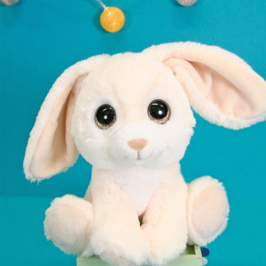 Ohhhhh... 😍 Comment ne pas craquer devant cette bouille et ce regard si mignon ? . Notre Lapin Puppy Eyes Pets nous fait toujours un effet dingue. On a qu'une envie, le serrer fort dans nos bras. . . . . #gipsytoys #peluche #peluchedouce #peluchefrance #doudouenfant #peluchelapin #puppyeyespets