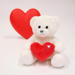 Plus que la fête des amoureux, ce 14 février est surtout la fête de l'Amour. . Alors notre ours cœur vous envoie des milliers de bisous, de câlins et de mots doux !!! . Très belle Saint Valentin à tous ❤️ . . . . #gipsytoys #peluche #peluchedouce #peluchefrance #doudouenfant #peluchesaintvalentin #cadeausaintvalentin #peluchecoeur
