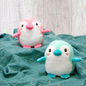 Dans la famille des doudous à croquer, on demande les Baby Squishi Pingouins ! . Non mais regardez ces bouilles 😍 ! Et ces petits corps tout dodus 😍 ! . On les aime d'amour !!! . Mais le grand débat reste le même : plutôt en version rose ou en version turquoise ? Lequel est votre préféré ? . . . . #gipsytoys #peluchesfrance #gipsyfamily #peluchedouce #peluchepingouin #babysquishi