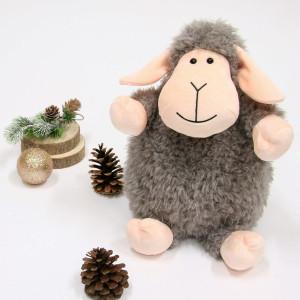 C'est parti pour 2 semaines de vacances ! Et ce sont celles de Noël que nous préférons ❤️ . Au programme : pyjama pilou, films de Noël et chocolat chaud sans modération. . Evidemment, nous serons accompagnés de nos doudous chouchous pour toujours plus de douceur. . Et justement en parlant de douceur, avec notre Funny Sheep, on ne pouvait être mieux servi ! . Belles vacances à tous les petits loups ⛄️ . . . . #gipsytoys #peluche #peluchedouce #cadeauxnoel #peluchefrance #peluchemouton #funnysheep