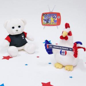 Ce soir, une belle soirée de spectacle s'annonce avec la grande finale de l'Euro ⚽️ ! . Les Bleus ne seront pas de la partie mais notre ours et notre coq FFF 🇫🇷 ont tout de même ressorti leur tenue. . Rendez-vous dans quelques mois pour une nouvelle aventure lors de la Coupe du Monde de Football ! . Nous serons prêts à les supporter ❤️🇫🇷❤️ ! . #gipsytoys #peluche #peluchedouce #peluchefrance #peluchefff #peluchecoq #pelucheours